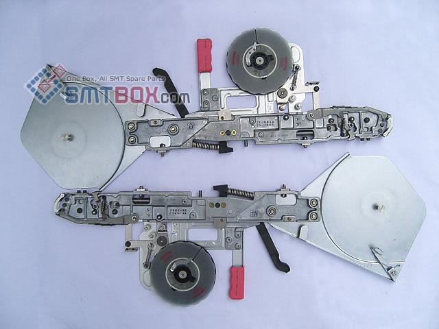 SMT设备及SMT配件 - http://cn.smtbox.com/syssite/home/shop/1/pictures/productsimg/big/Hitachi-Sanyo-TCM-X100-TCM-X200-Universal-UIC-HSP4797-TF0812-8x4mm-Paper-Feeder-side-a.jpg